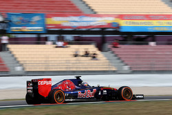Max Verstappen (NL), Scuderia Toro Rosso 09.05.2015. Formula 1 World Championship, Rd 5, Spanish Grand Prix, Barcelona, Spain, Qualifying Day. - www.xpbimages.com, EMail: requests@xpbimages.com - copy of publication required for printed pictures. Every used picture is fee-liable. © Copyright: Charniaux / XPB Images