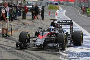 f1-austrian-gp-2015-fernando-alonso-mclaren-mp4-30-running-a-new-front-wing