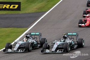f1-japanese-gp-2015-lewis-hamilton-mercedes-amg-f1-w06-leads-at-the-start-of-the-race