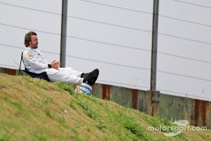 f1-brazilian-gp-2015-fernando-alonso-mclaren-watches-qualifying-from-a-chair-at-the-side-o