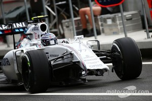 f1-mexican-gp-2015-valtteri-bottas-williams-fw37-with-a-missing-front-wing-and-damaged-nos