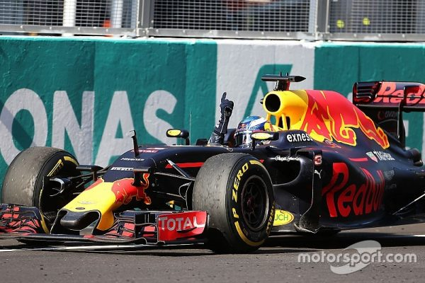 f1-malaysian-gp-2016-race-winner-daniel-ricciardo-red-bull-racing-rb12-celebrates-as-he-ta